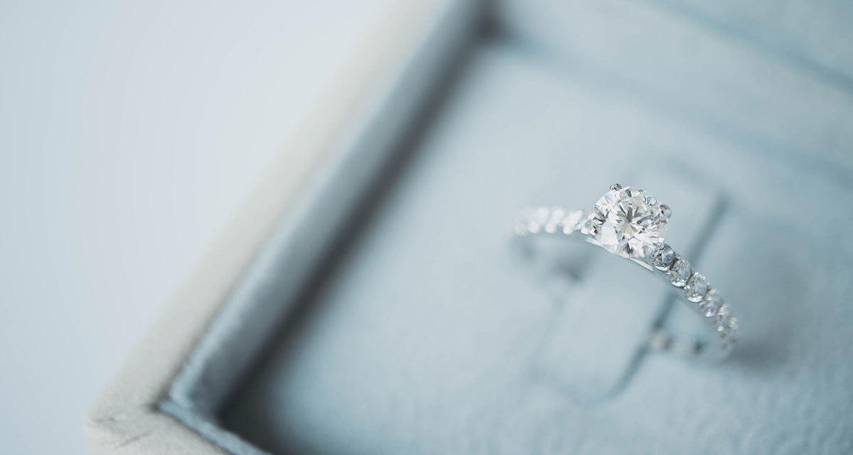 diamond-ring-in-box